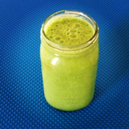 Vegan Smoothie: Banana Spinach Almond