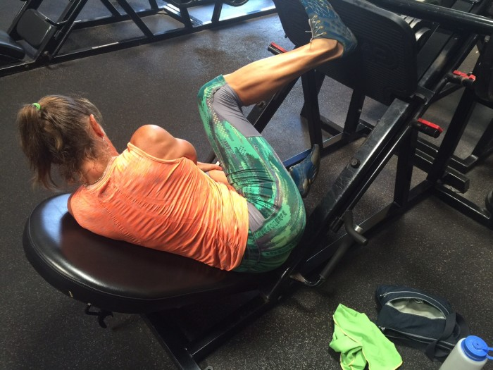 Strengthen the glutes with one leg press